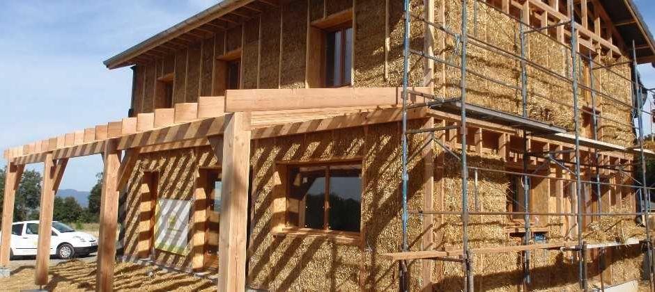 Naturelhome l 39 autoconstruction de maisons paille et yourtes for Autoconstruction paille