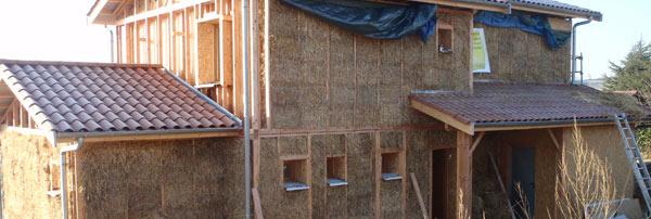 Construction maison isolation paille sur deux niveaux